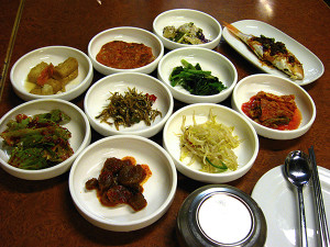 So many banchan (side dishes)!