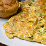 Omelette of chicken, green pea and spring onion