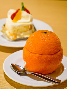 Tampopo's signature desserts - orange jelly and Scoop cake.