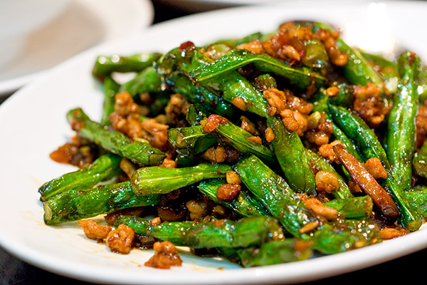 Stir-fried French bean with pork & chilli
