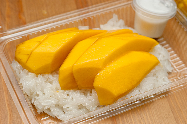 Glutinous rice with fresh mango & coconut cream, S$6.00