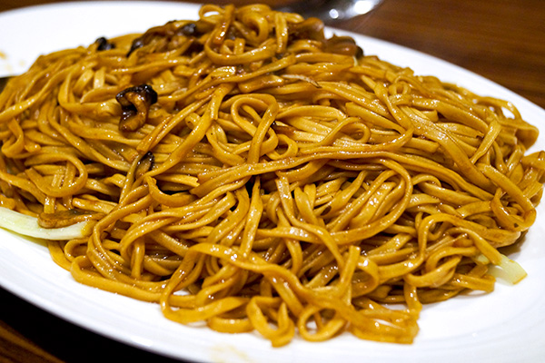 Fried eefu noodles