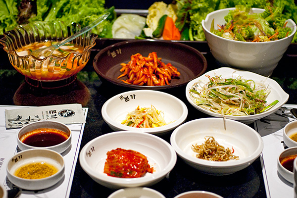 Ban chan (side dishes)
