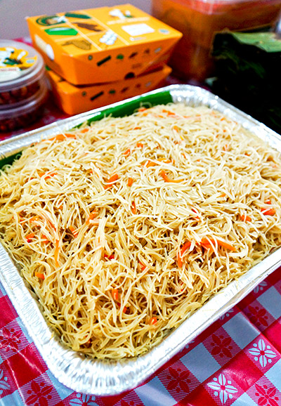 Fried beehoon (12 people portion, S$1.80 x 12 = S$21.60)