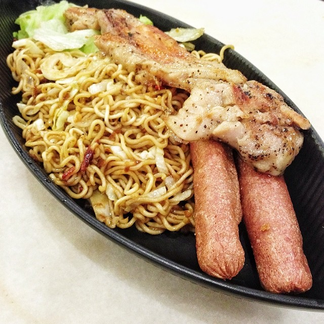 Wing style chicken chop with sausage & instant noodles, S$6.00