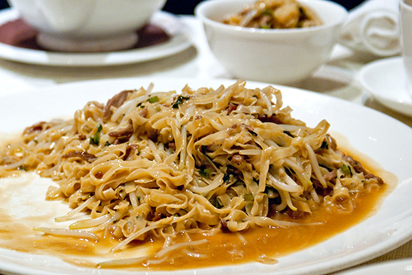 Fried noodles with duck meat