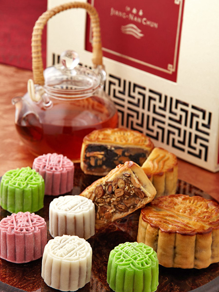 An exquisite assortment of traditional baked & snowskin mooncakes.